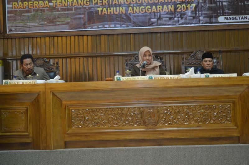 Ketua DPRD Kabupaten Magetan, Karmini, Pimpin Rapat Paripurna.