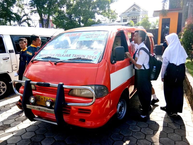 Angkutan Gratis Khusus Siswa SMP. ( Norik/Magetan Today)