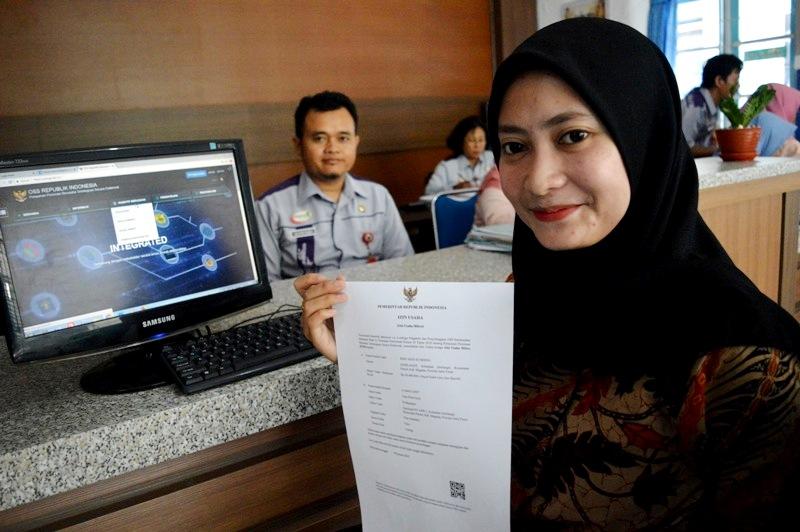 Petugas DPM - PTSP Kabupaten Magetan Tunjukan IUMK. ( Norik/Magetan Today)