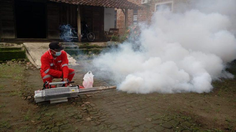 Pengasapan Atau Fogging Di Wilayah Kecamatan Lembeyan Kabupaten Magetan. ( Norik/Magetan Today).