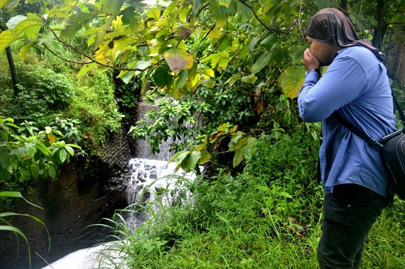 Aliran Sungai Panasan Penuh Busa Dan Bau Busuk.(Norik/Magetan Today)