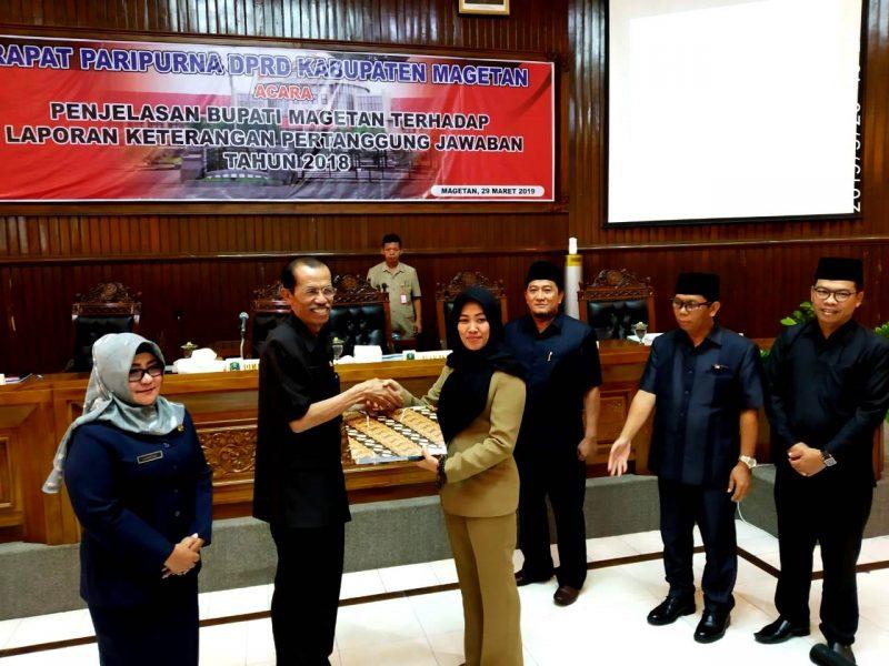 Bupati Magetan, Suprawoto Menyerahkan LKPJ TA 2018 Kepada Ketua DPRD Magetan ( Norik/Magetan Today).