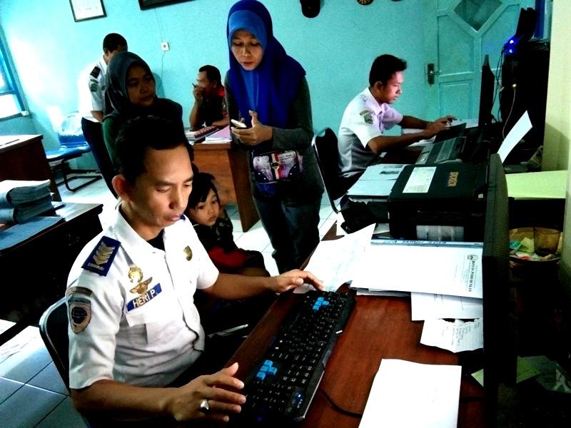 ASN Dishub Magetan Melayani  Balik Gratis Jurusan Surabaya. ( Norik/ Magetan Today)