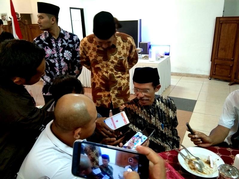 Bupati Magetan, Suprawoto, Memberikan Keterangan Kepada Awak Media. ( Norik/Magetan Today)