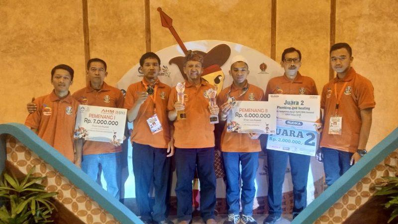 Kepsek SMKN 1 Bendo, Eko Suprajitno Bersama Siswa - Siswa Berprestasi dari SMKN 1 Bendo. ( Norik/Magetan Today).