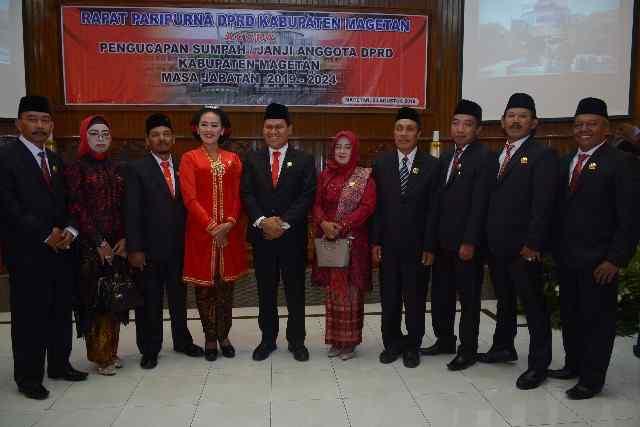 Sujatno ( Tengah), Bersama Anggota DPRD Magetan Dari PDI Perjuangan. ( Norik/Magetan Today)