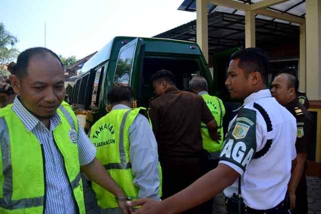 Joko Siswanto, Hariyanto dan Aris Yulistiono Digiring Ke Rutan Kelas IIB Magetan. ( Norik/Magetan Today)