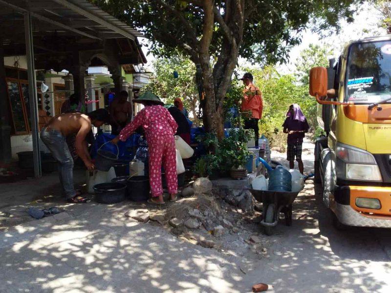 Warga Desa Kuwon, Kecamatan Karas, Antri Air Bersih. (Norik/Magetan Today)
