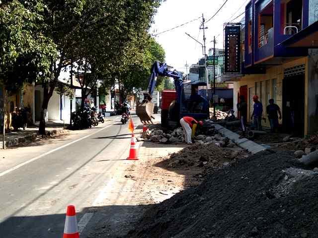 Perbaikan Infrastruktur Jalan Yos Sudarso, Kelurahan Sukowinangun. ( Norik/Magetan Today)