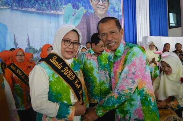 Bupati Magetan, Suprawoto bersama Bunda PAUD, Titik Suprawoto. (Norik/Magetan Today)