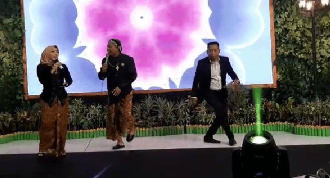 Penampilan Komedian Tukul Arwana Bersama Mantan Kapolres Magetan,AKBP Muhammad Riffai. ( Norik/Magetan Today)