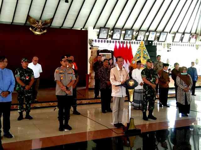 Bupati Magetan, Suprawoto, bersama Forkopimda Menggelar Konferensi Pers Di Pendopo Suya Graha ( PSG) Magetan. ( Norik/Magetan Today).