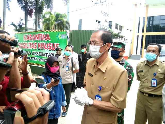 Bupati Magetan, Suprawoto, Memberikan Keterangan Kepada Wartawan. ( Norik/Magetan Today)