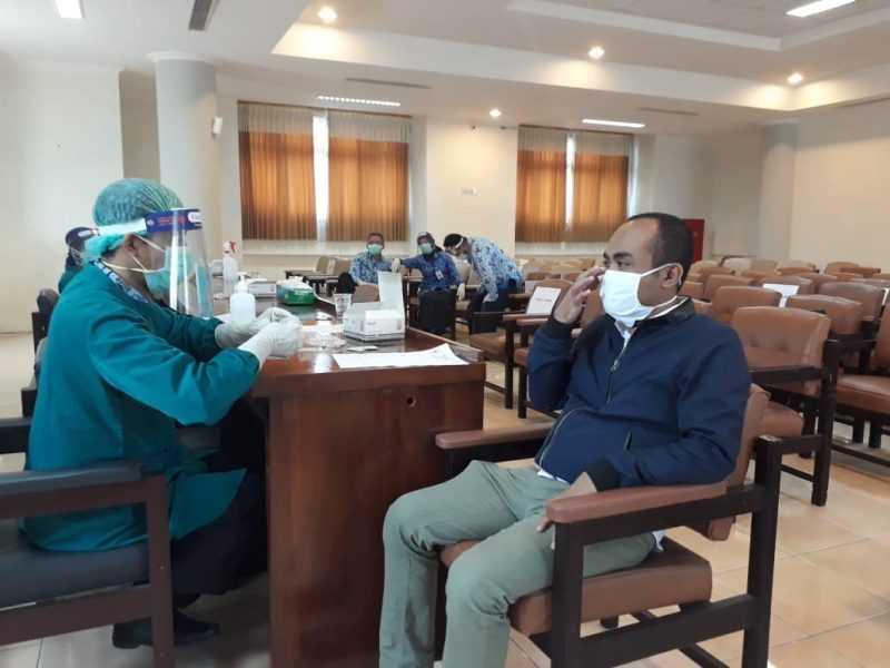 Nur Wakhid, Wakil Ketua DPRD Magetan Menjalani Rapid Test. (Istimewa).