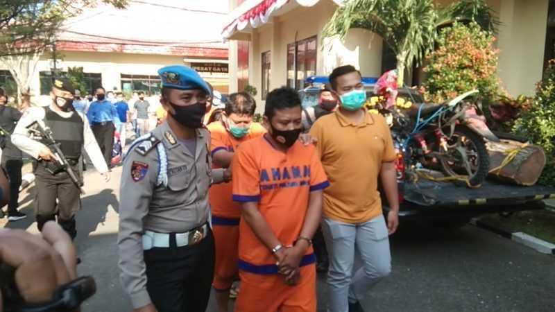 Para pelaku kejahatan digiring petugas ke Sel Tahanan Polres Magetan. ( Norik/Magetan Today)