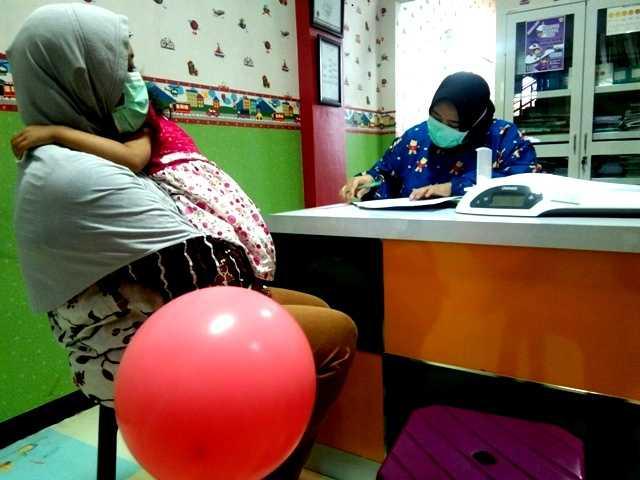 Pemeriksaan Tumbuh Kembang Anak Diruang Klinik Anak RSUD Dokter Sayidiman Magetan. ( Norik/Magetan Today)