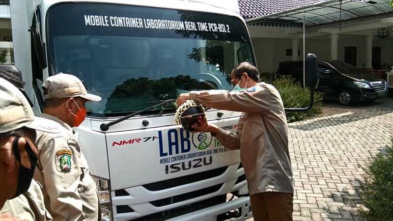 Bupati Magetan Suprawoto  lounching Mobile PCR Lab Di Pendopo Surya Graha. ( Norik/Magetan Today).