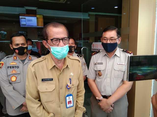Bupati Magetan Suprawoto Memberikan Keterangan Kepada Wartawan. (Norik/Magetan Today)