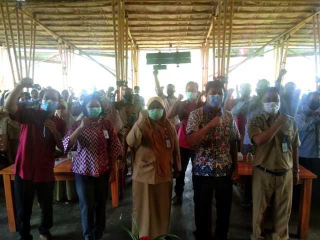 Kepala Dinas Sosial Kabupaten Magetan Yayuk Sri Rahayu Bersama Korwil V PKH Jawa Timur serta Pendamping PKH Magetan dalam Rakor PKH Kabupaten Magetan. (Norik/Magetan Today).