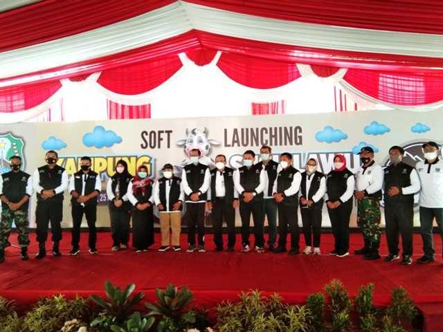 Bupati Magetan Suprawoto bersama seluruh jajaran undangan Soft Lounching KSL Singolangu. (Norik/Magetan Today)