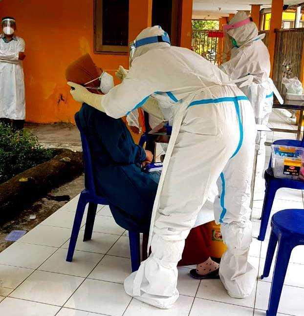 Karyawan RSUD Dokter Sayidiman Jalani Swab Test Covid-19. ( Istimewa).