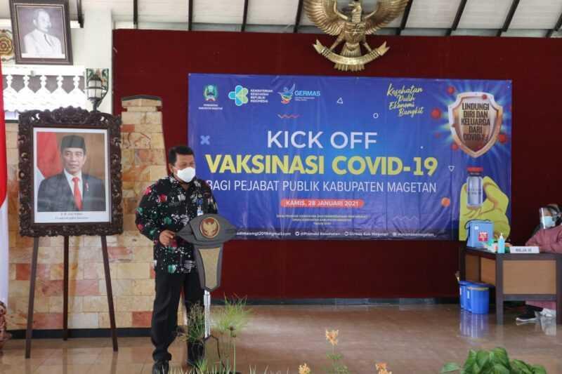 Kepala Dinas Kesehatan, dr. Hari Widodo menyampaikan Laporan pada Kick Off Vaksinasi Covid-19 di Pendopo Surya Graha Magetan. ( Norik/Magetan Today).