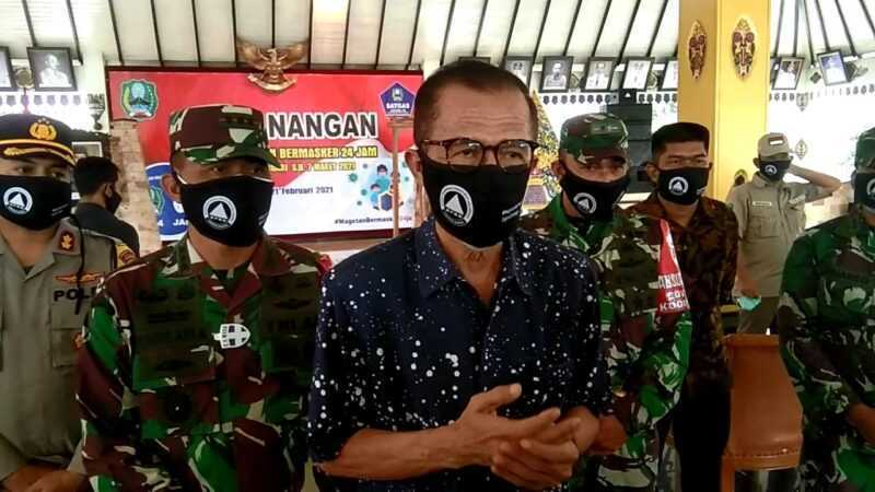 Bupati Magetan Suprawoto Memberikan Keterangan Kepada Wartawan. (Norik/MagetanToday).