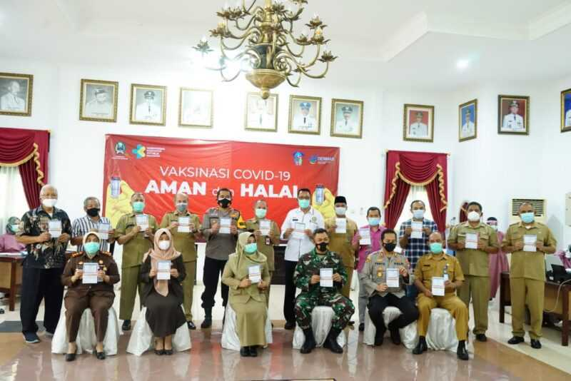 Bupati Magetan Bersama Seluruh Perwakilan Penerima Vaksin Tahap Kedua di Kabupaten Magetan. (Istimewa)