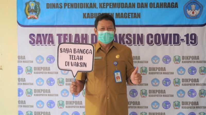 Suwata, Kepala Dinas Dikpora Magetan  Menerima Vaksin Tahap Pertama. (Istimewa).