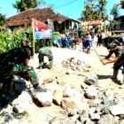 Pengerjaan Jalan Alternatif Didesa Gonggang Kecamatan Poncol. (Norik/MagetanToday).