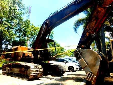Barang Bukti Excavator diamankan di Mapolres Magetan. ( Norik/MagetanToday).